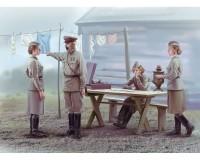 Сборные фигурки ICM Советские женщины-военнослужащие, 1939-1942 гг. 1:35 (ICM35621)