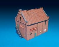 Сборная модель MiniArt здания с гаражом 1:72 (MA72031)