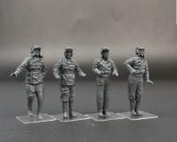 Сборные фигурки MiniArt Советский танковый экипаж для огнеметных танков и тяжелых танков прорыва 1:35 (MA35254)