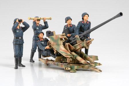 1:35 Немецкая зенитка Flak 37 с боевым расчетом (Tamiya, 35302)
