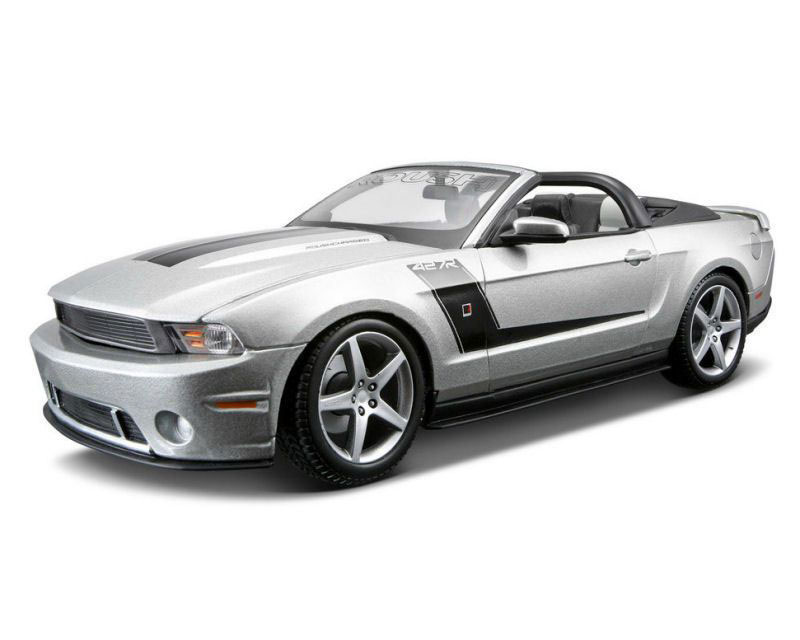 Коллекционный автомобиль Maisto 2010 Roush 427 Ford Mustang Convertible (серебристый)