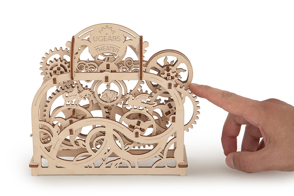model-theater-ugears-4.jpg