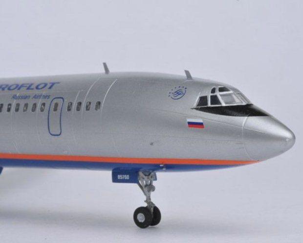 Сборная модель Звезда пассажирский авиалайнер «Ту-154М» 1:144 (подарочный набор)