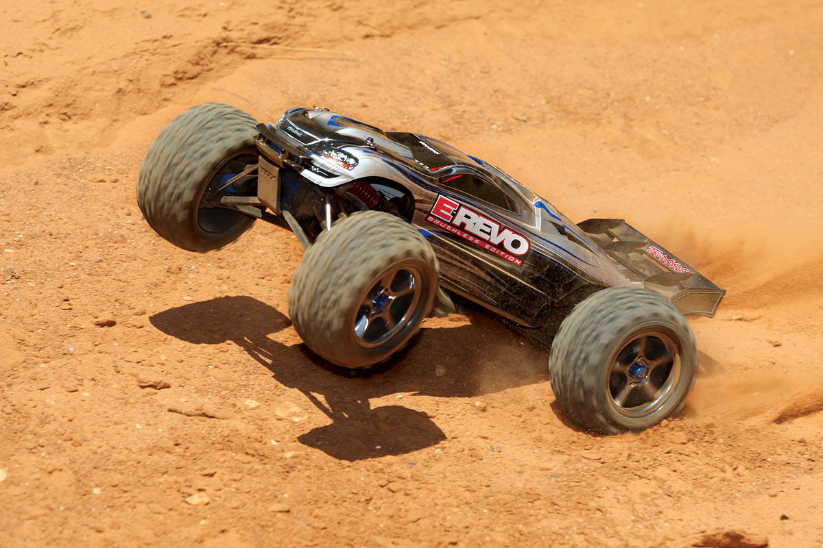 traxxas-e-revo-brushless-monster-1-10-rtr-4wd-56086-4-10.jpg