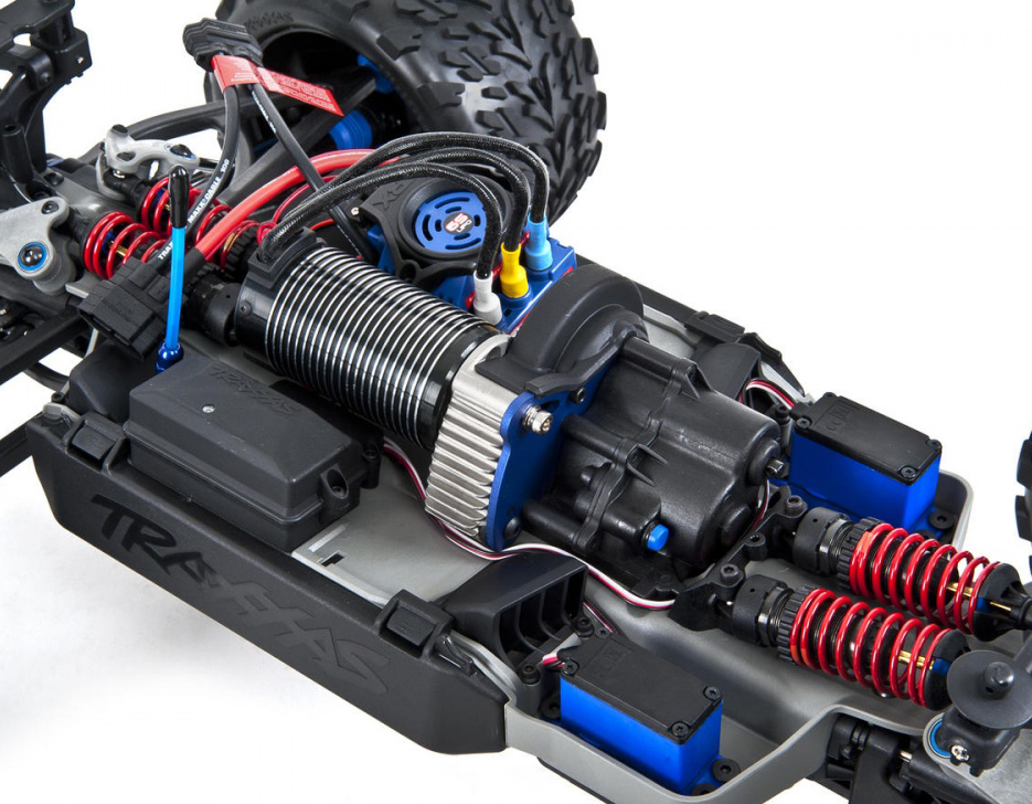 traxxas-e-revo-brushless-monster-1-10-rtr-4wd-56086-4-7.jpg