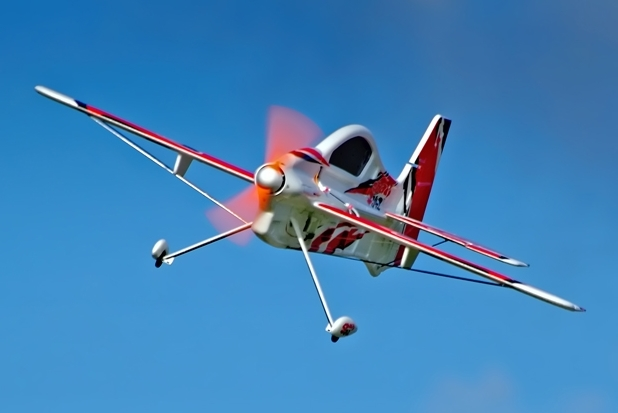 как управлять радиоуправляемым самолетом